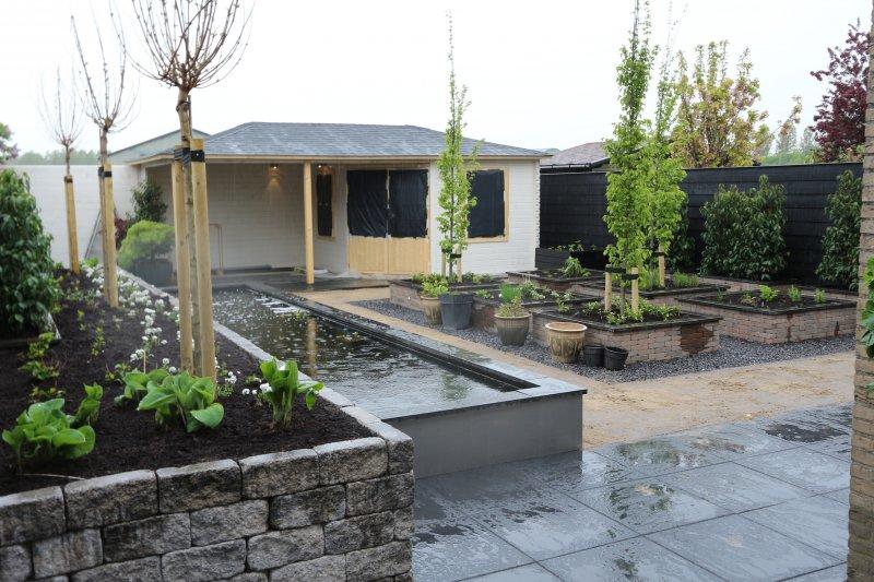 Renovatie achtertuin oude tonge tuin ontwerp for Moderne vijvers foto s
