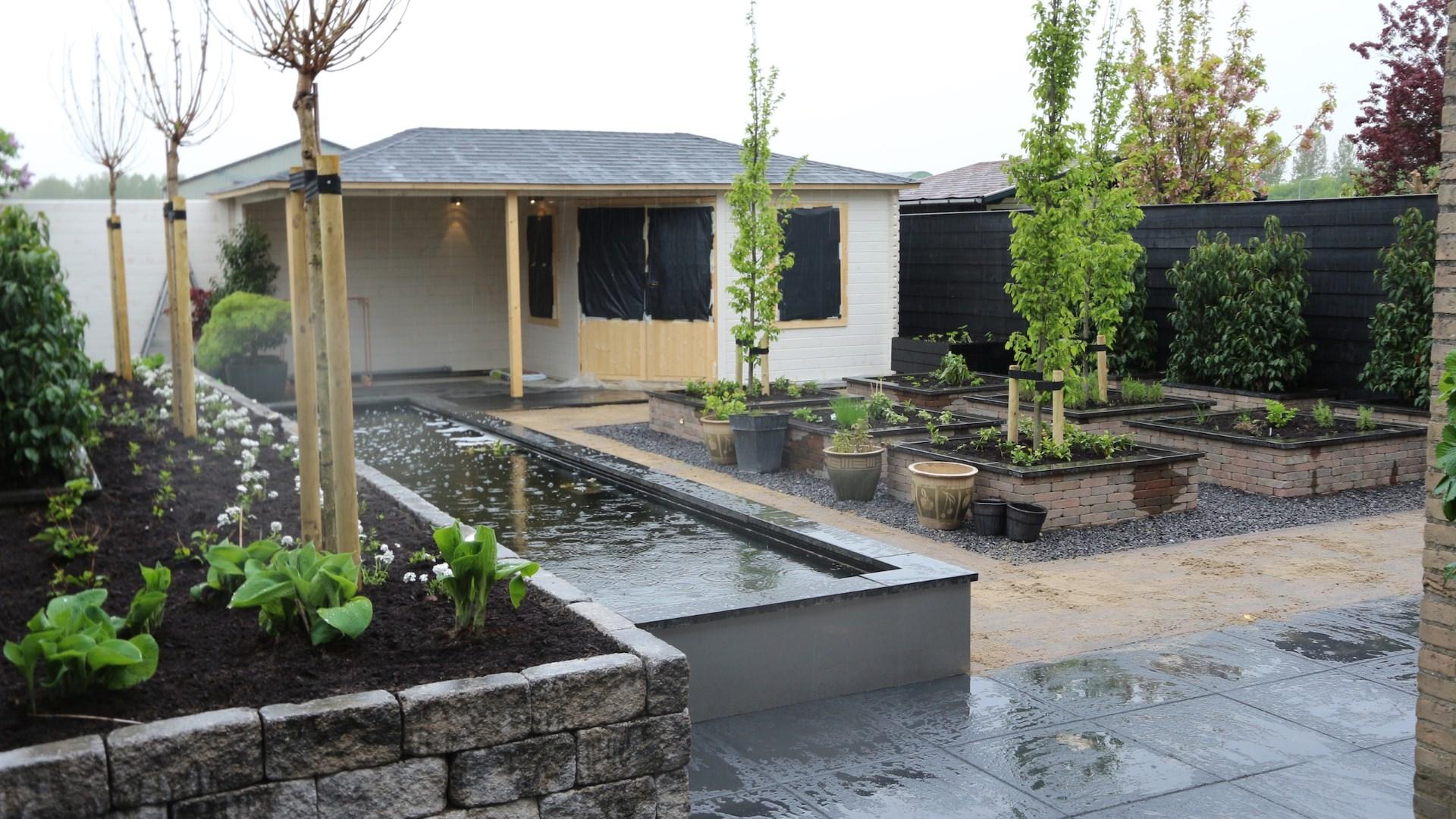Renovatie achtertuin oude tonge tuin ontwerp for Tuin en vijver
