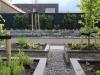 Moderne strakke tuin met vijver